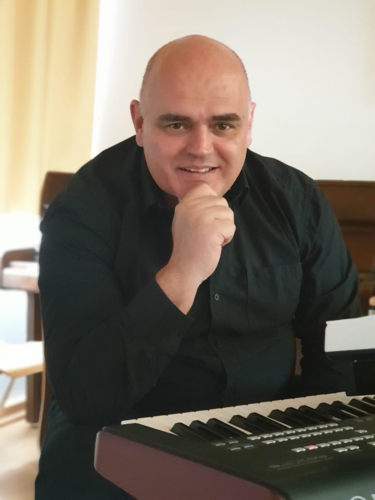 Keyboarder und Pianist Florian Balan